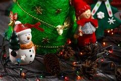 Cierre hecho a mano del árbol de navidad para arriba como fondo Imagen de archivo