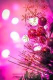 Cierre hermoso de la decoración de la Navidad para arriba Fondo abstracto con las luces del bokeh Imagen de archivo