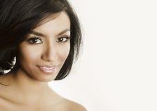 Cierre hermoso de la mujer joven para arriba de su sonrisa de la cara Imagen de archivo libre de regalías