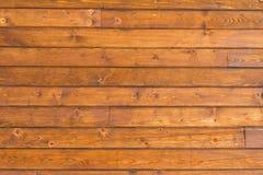 Cierre horizontal de la pared de madera de pino encima del tiro foto de archivo