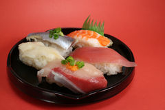 Cierre japonés de la placa del sushi para arriba en el humor de la celebración fotografía de archivo