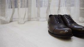 Cierre masculino del resbalador de la elegancia de los zapatos del marrón del vestido para arriba metrajes
