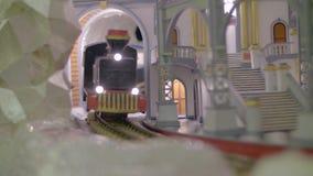 Cierre miniatura ferroviario para arriba almacen de metraje de vídeo