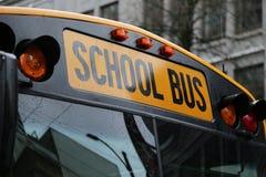 Cierre norteamericano del parabrisas del autobús escolar para arriba fotografía de archivo libre de regalías