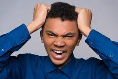 Cierre para arriba Adolescente afroamericano enfadado Foto de archivo