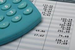 Cierre para arriba de la hoja y de la calculadora euro de la paga Imagen de archivo