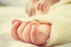 Cierre para arriba de la mano del bebé Imágenes de archivo libres de regalías