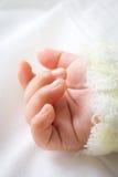 Cierre para arriba de la mano del bebé Fotos de archivo libres de regalías