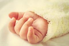 Cierre para arriba de la mano del bebé Fotografía de archivo libre de regalías