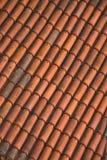 Cierre para arriba de las tejas de tejado rojas Fotografía de archivo libre de regalías
