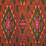 Cierre peruano de la superficie de la manta del estilo de la artesanía de seda tailandesa colorida encima de más este adorno y de Imagenes de archivo