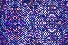 Cierre peruano de la superficie de la manta del estilo de la artesanía de seda tailandesa colorida encima de más este adorno y de Fotos de archivo libres de regalías
