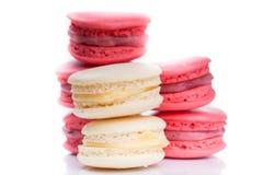 Cierre rojo y blanco sabroso de los macarrones para arriba Imagen de archivo libre de regalías