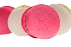 Cierre rojo y blanco sabroso de los macarrones para arriba Fotos de archivo