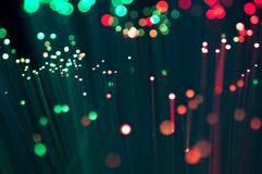 Cierre rojo y verde de la fibra óptica encima del tiro macro Foto de archivo libre de regalías