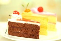 Cierre sabroso hermoso de la torta de chocolate para arriba Imágenes de archivo libres de regalías