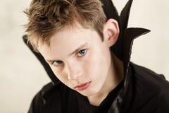 Cierre serio del muchacho del vampiro para arriba Fotos de archivo libres de regalías