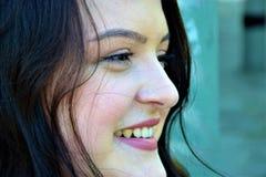 Cierre sonriente de la cara de la mujer para arriba Fotografía de archivo libre de regalías