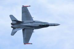 Cierre táctico moderno del vuelo de la caza a reacción cerca imagen de archivo libre de regalías