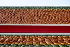 Cierre tailandés del tejado del templo para arriba Foto de archivo libre de regalías
