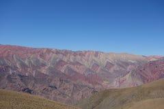 Cierro 14 colores/fjorton färgkulle - humahuaca, nord eller Argentina arkivfoto