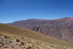Cierro 14 colores/veertien kleuren heuvel - humahuaca, het noorden of Argentinië stock foto's