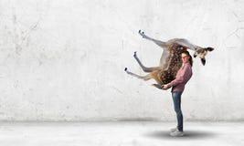 Ciervos que llevan de la muchacha Foto de archivo