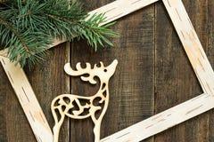 Ciervos ramas, marco y de la decoración spruce frescos de la Navidad Foto de archivo