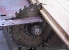 Ciesielka maszynowy elektroniczny stół zobaczył, ostry rżnięty metal stali srebro zdjęcie stock