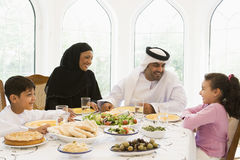 ciesz się wschodnie rodzinny posiłek pożywki Obraz Royalty Free