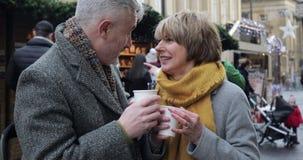 Cieszyć się kawę Przy Bożenarodzeniowym rynkiem zbiory