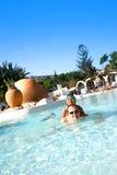 cieszyć się rodzinnego basenu Zdjęcia Royalty Free