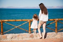 cieszyć się widok na ocean Zdjęcia Royalty Free