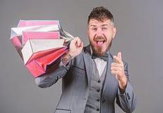 Cieszy się robiący zakupy zyskowne transakcje czarny Piątek Robić zakupy z rabatem cieszy się zakup Elity butik Robi robić zakupy zdjęcia stock