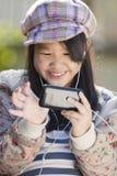 Cieszy się Mądrze telefon Zdjęcie Stock