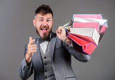 Cieszy się robiący zakupy zyskowne transakcje czarny Piątek Robić zakupy z rabatem cieszy się zakup Elity butik Robi robić zakupy obraz royalty free
