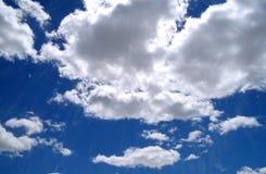 Cieux bleus image stock