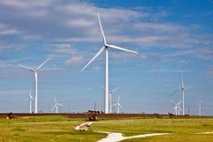 Cieux bleus et énergie éolienne Image stock