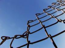 Cieux bleus Fenceline Photos libres de droits
