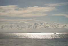 Cieux bleus nuageux Photos stock