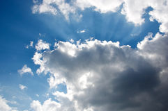 Cieux bleus profonds au-dessus d'Istanbul Photos libres de droits