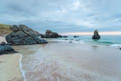 Cieux déprimés au-dessus de plage de Durness Images libres de droits