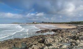 Cieux déprimés au-dessus de plage de Fistral, Newquay, les Cornouailles images libres de droits