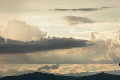 Cieux dans le lever de soleil images libres de droits