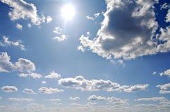 Cieux et soleil d'été Images libres de droits