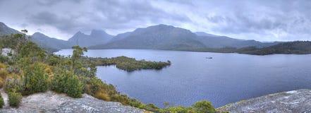 Cieux gris au-dessus de lac dove Photographie stock