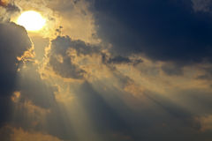 Cieux Sunlit Images libres de droits