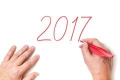 2017 cifre dell'anno scritte mano in gallo rosso mettono le piume a Fotografia Stock Libera da Diritti