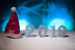 2019 cifre sulla neve Un nuovo concetto felice di 2019 anni Spazio vuoto per il vostro testo immagine stock