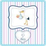 Cigüeña de la historieta con la tarjeta del bebé Imagenes de archivo